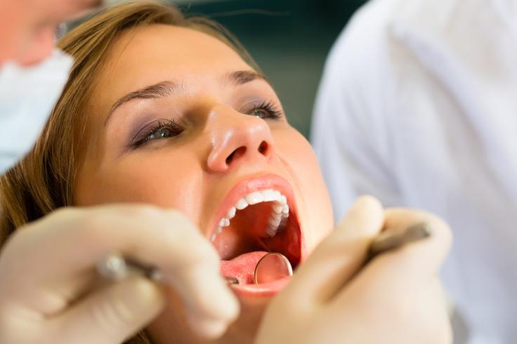 #periodontologia_Warszawa - #leczenie chorób zęba i tkanek wokół zęba – dziąseł i kości – czyli przyzębia #periodontolog #dentysta #stomatolog #zdrowie #mokotow #warszawa #choroby http://www.declinic.pl/oferta/peridontologia/