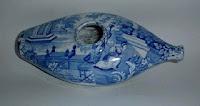 7 mei 2012: Voeding.  Afbeelding: Een porseleinen baby-drinkschuitje van Wedgewoord, ca. 1820