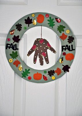 easy Toddler craft - wreath for Fall