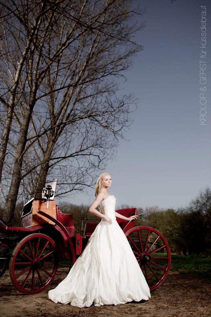 küssdiebraut 2-teiliges Brautkleid S-0008  Foto: Krolop & Gerst für küssdiebraut