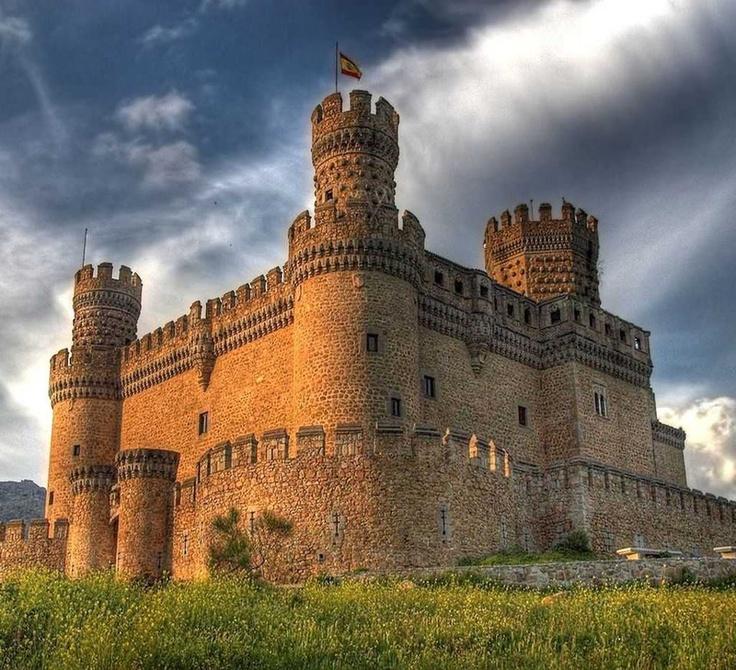 Castelo de Manzanares El Real - Espanha.  Nota-se que é de aplicação tipicamente militar, foi usado como fortaleza na guerra contra os mouros no reinado de Fernando e Isabel de Castella e Leon.