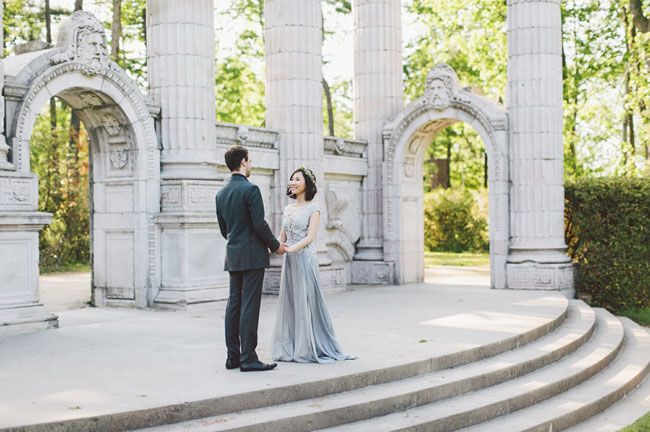 When a location is as pretty as Guildwood Park (located in Ontario, Canada), you definitely want to allow it to do most of the talking. And that's precisely what Ayyyna + Michael did for their engagement session with Purple Tree Photography, opting to let the park's stunning architecture, and its blossoming gardens, shine. Ayyyna wore a beautiful gray gown by Narces, […]
