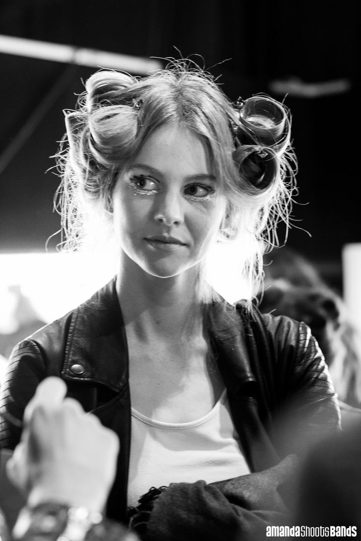 Backstage at NZFW, R O C H E L L E Collection w. makeup by The Body Shop | © Amanda Ratcliffe | 25 August 2016 | Please contact for additional images: contact@amandashootsbands.com
