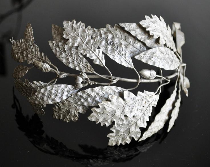 Antique Silver Laurel Oak Garland Wreath With Acorns