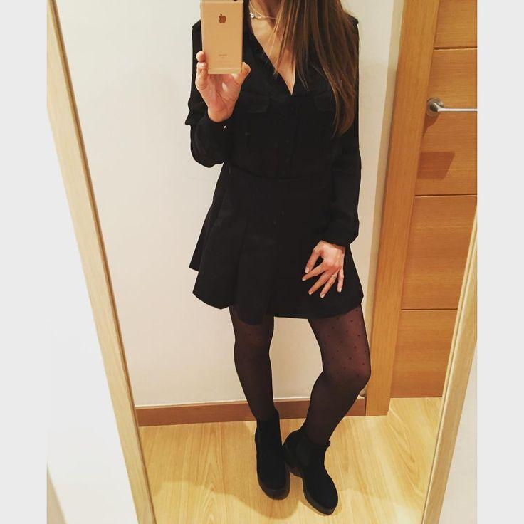 """25 Me gusta, 4 comentarios - Victoria🙋🏽❤Daisy🐶 (@vicky_joss) en Instagram: """"Look de ayer por la noche 😉#ootd  Blusa #bershka  old Falda #ZARA  new Medias #pullandbear  old…"""""""