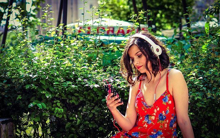 Nancy la #ascultacumine pe www.alexdamian.ro