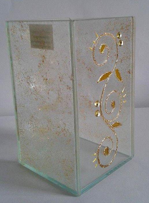 Caixa de vidro decorada com textura dourada e chatons. #caixa #vidro #decor #falsovitral #glass