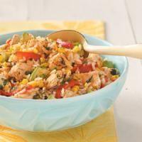 Recette Salade de riz, Faire cuire le sachet de riz dans une casserole d'eau bouillante, selon les instructions indiquées sur l'emballage.Dans une poêle sans ajout de matière grasse, cuire le poulet.Lorsque le