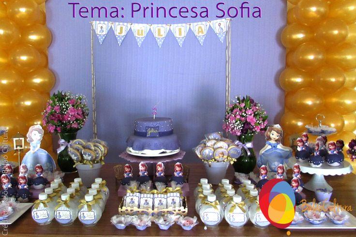 Festa Princesa Sofia. Torre de balões dourada colocados na mesa principal.  Crédito: Balões: Balão Cultura (www.balaocultura.com.br) Decoração: O Chá das 5 (http://www.ochadas5.com.br/) Bolo e Doces: Delicada Receita (andrea_bmr@hotmail.com)  #qualatex, #princesasofia #decoracaoprincesasofia #decoracaosofia #balaocultura #festasofia #festaprincesasofia #decoraçãoprincesasofia #decoraçãoprincesas #euamoaprincesasofia #festaincriveis #encontrandoideias #antesdafesta
