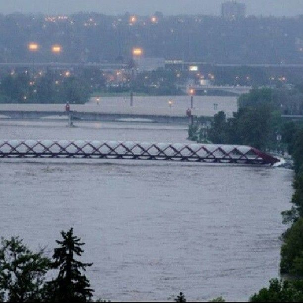 "From ""Calgary Flooding - 2013 Flood - Dramatic Pics"" story by BizBOXTV on Storify — http://storify.com/BizBOXTV/calgary-flooding-2013-flood"