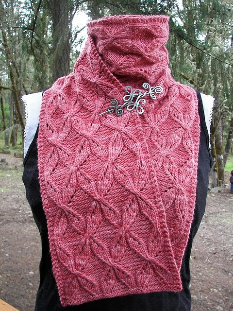 Twisted Ribbons Scarf and Cowl by Kristi Holaas - free
