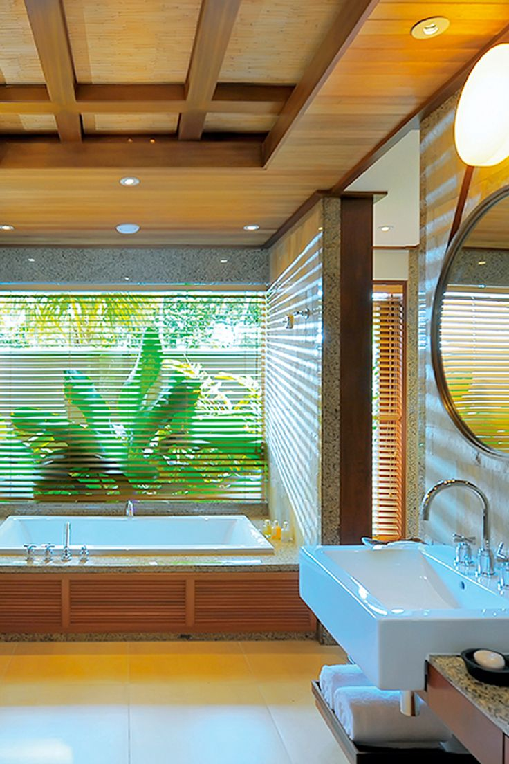 Pretty bathroom at Constance Ephelia resort in Seychelles