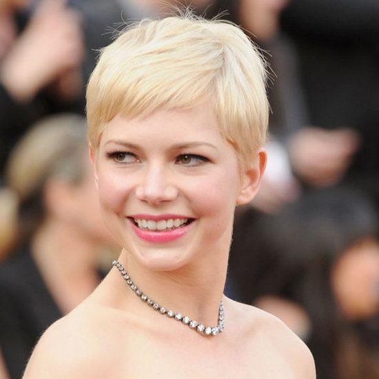 Michelle Williams at the Oscars    Platinum blond hair and pretty pink lipstick made for a fresh and elegant look.