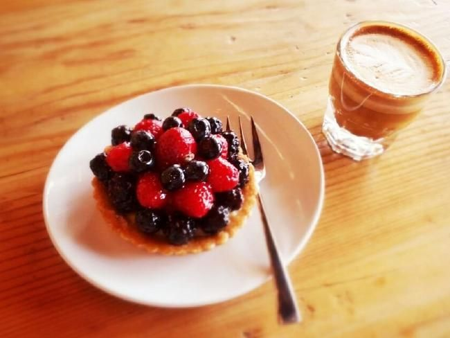 Guide to where to get the best coffee in Los Angeles, including a coffee and pastry equals perfect at Javista Organic Coffee Bar #travel #holiday #eat #drink #food