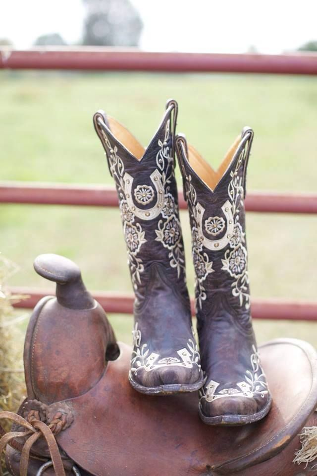 I need a new pair of cowboy boots and these are gorgeous!!