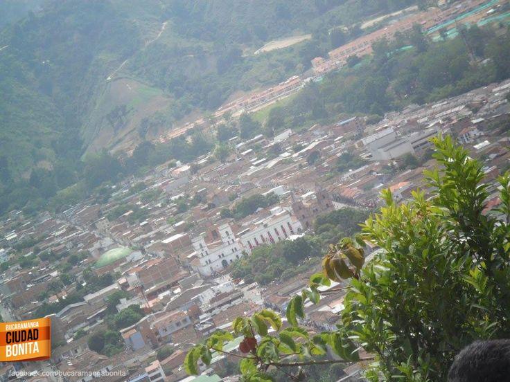 Así se ve Piedecuesta desde el Cerro de la Cantera, un abrazo para nuestros vecinos de Piedecuesta a solo 10 minutos de Bucaramanga. Gracias YeYe Monsalve (https://www.facebook.com/YESAMM) por compartir esta foto.