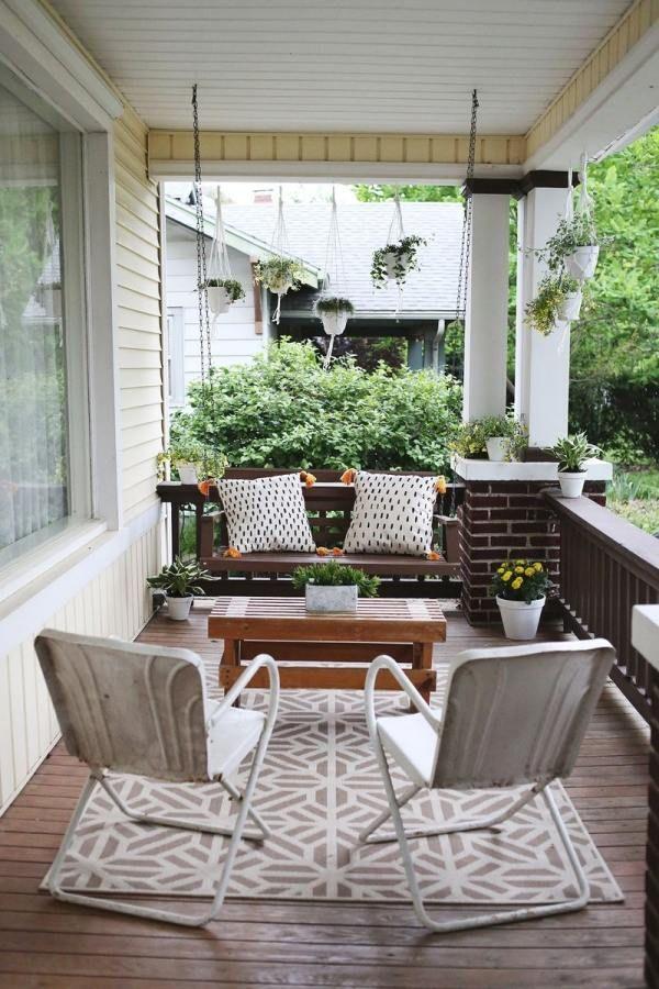 Simple Balkonideen f r Gestaltung im Trend moderne Klappst hle aus Metall H ngeschaukel