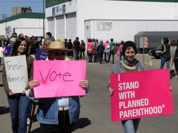 Rally to support Planned Parenthood