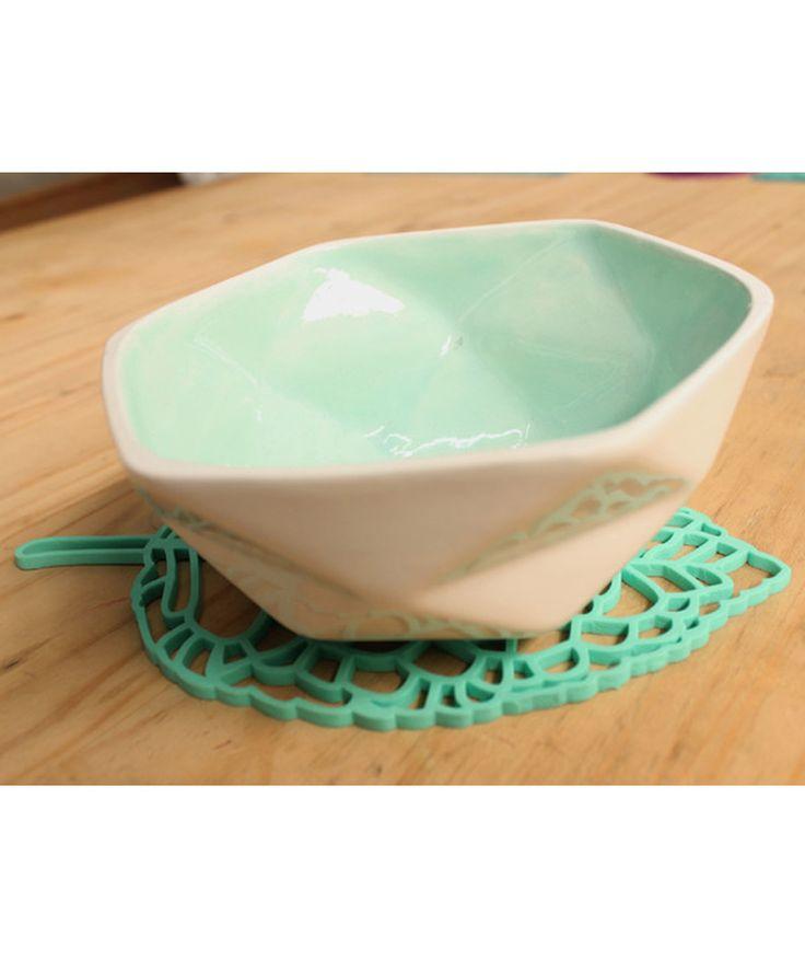Misha -Portacalientes color Aqua, en forma de hoja. $21.400 COP. Cómpralo aquí--> https://www.dekosas.com/productos/hogar-cocina-portacalientes-misha-aqua-detalle