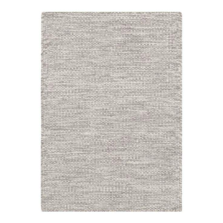 Regatta Metall är en ullmatta med rustik charm från Linie Design. Regatta är handvävd med traditionella hantverksmetoder i Indien. Eftersom mattan är mycket hållbar passar den på platser i hemmet som används mycket.Mattunderlägg rekommenderas för att undvika färgfällning på golv. Underlägget minskar slitage på såväl matta som golv och hjälper till att hålla din matta på plats.