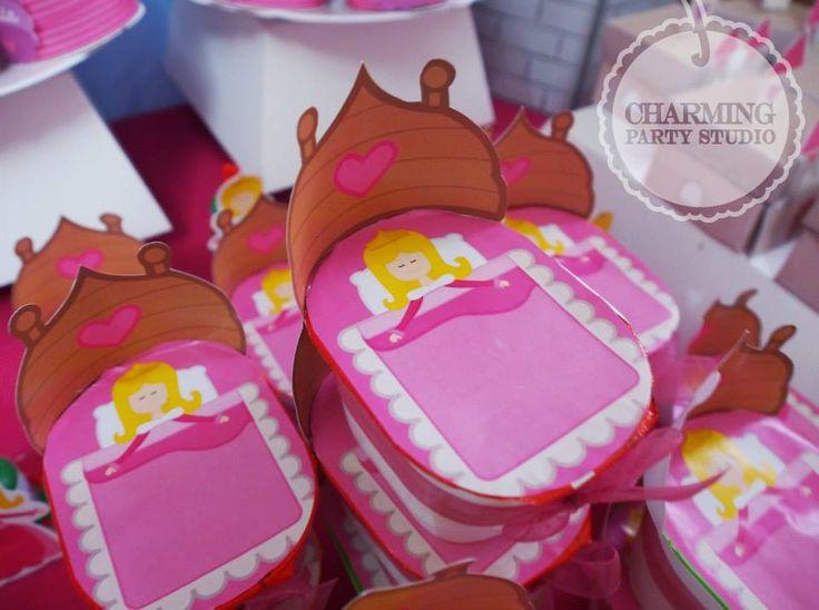 Preciosas las papitas pringles de la mesa de dulces de la Bella Durmiente <3