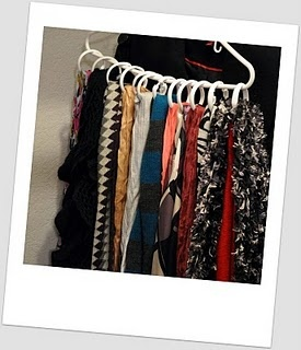 I tried this - it's a cheap and easy idea for scarf lovers!: Ideas, Parks Avenue, Organic, Dollar Trees, Simple Scarf, Shower Curtains Rings, Scarves, Scarf Storage, Closets Belts Hangers