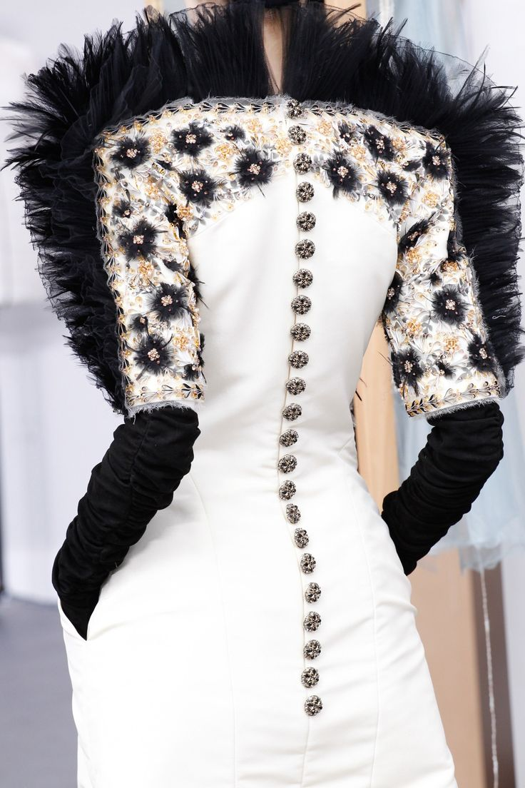 See the Chanel Fall 2016 Couture collection close up.