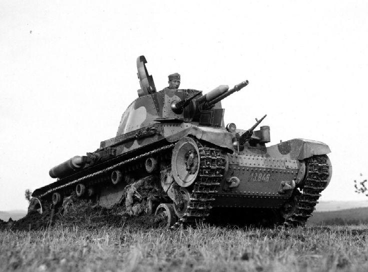 LT35,  MNO objednalo celkem 160 tanků LT vz. 35, Objednávka byla rozdělena mezi Škodu a ČKD. Následujících 35 tanků LT vz. 35 armáda objednala 12. května 1936 a již o měsíc později zmocnila obě firmy k výrobě dalších 103 strojů. Celkem bylo pro armádu vyráběno 298 tanků,