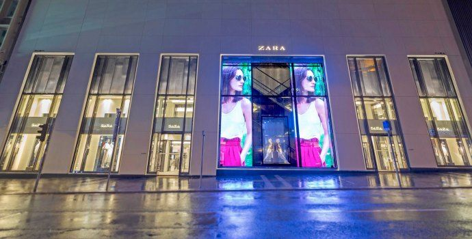 LEd-glass-display-transparent-Zara