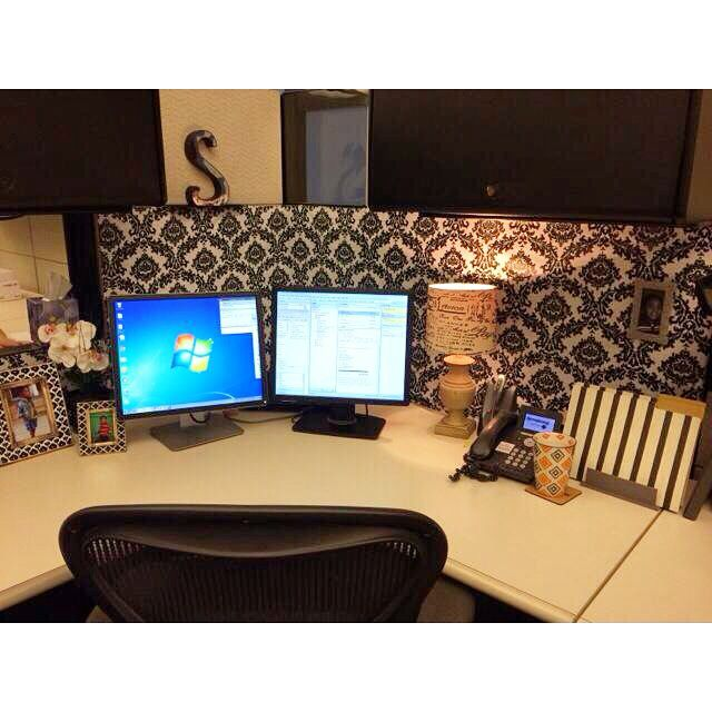 Best 25 cubicle wallpaper ideas on pinterest decorating for Cute cubicle ideas