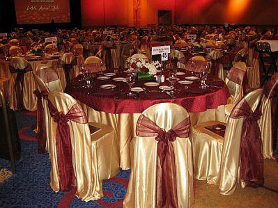 bodas color vino | Si tan sólo deseas detalles dorados, los puedes colocar en los lazos ...