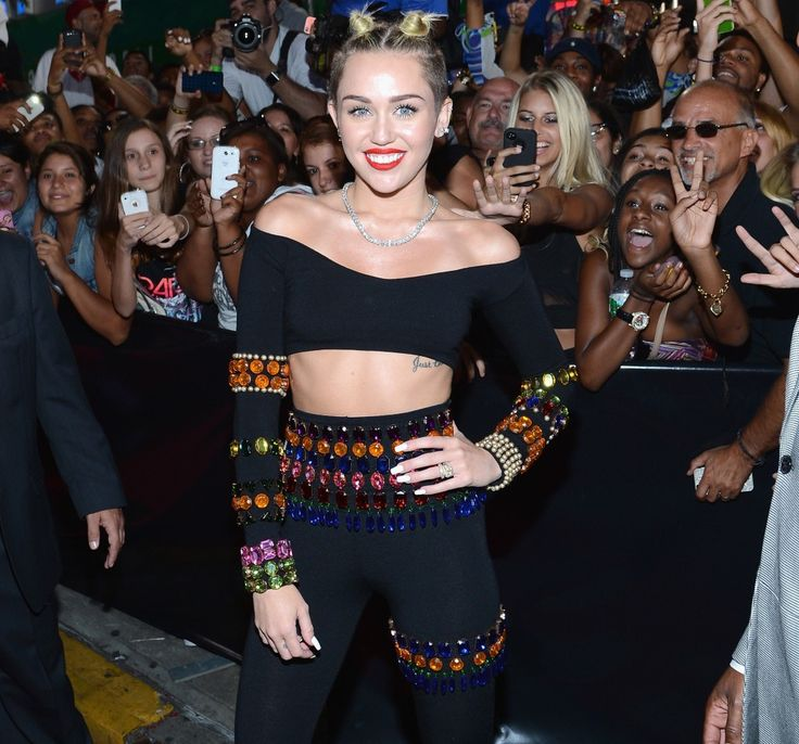 Miley Cyrus 2013 Wallpaper – MTV VMAS Red Carpet