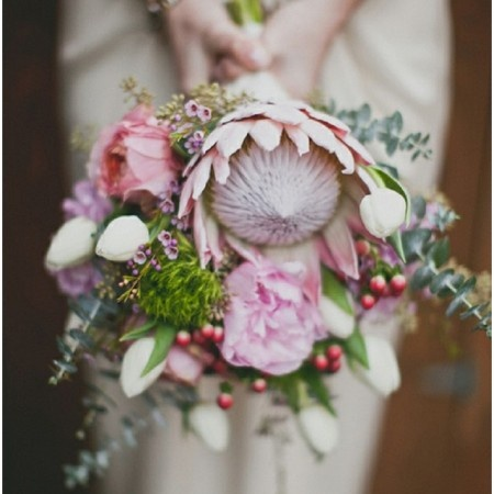 i've been seeing a lot of protea flowres in bouquets. it's so interesting