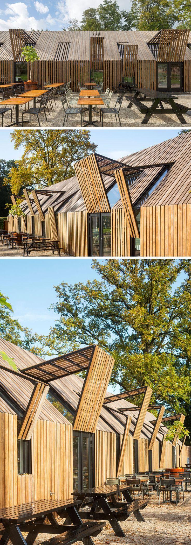 Dieses moderne, scheunenartige Gebäude besteht aus neun beweglichen Fassadenteilen, die das Gebäude er