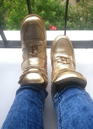 Kup mój przedmiot na #vintedpl http://www.vinted.pl/damskie-obuwie/obuwie-sportowe/14612199-sneakersy-zlote-na-koturnie-38