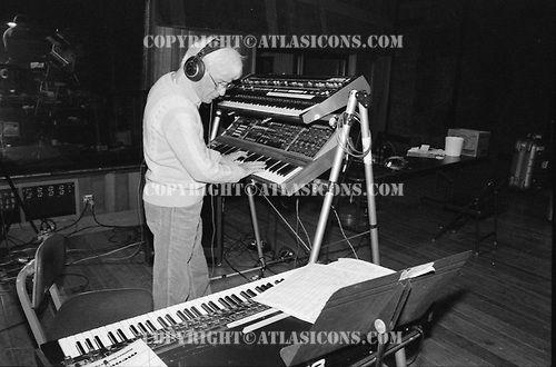 JERRY GOLDSMITH, RECORDING STUDIO, 1980S, NEIL ZLOZOWER