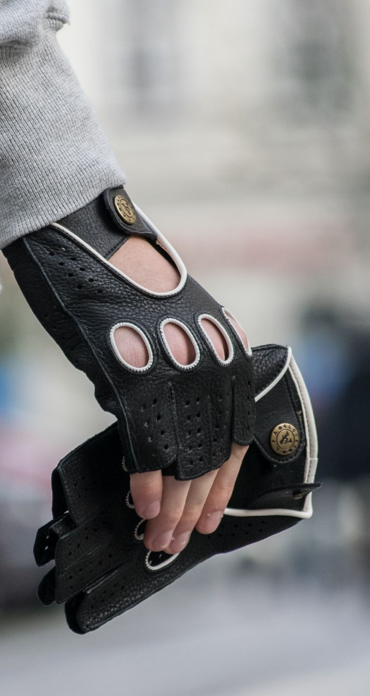 Men's deerskin fingerless driving gloves. Webshop: www.alpagloves.com
