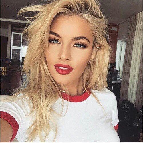 Shoulder Length Blonde Hair Style Idea Red Lips Blue Eyes