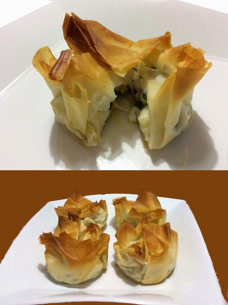 Ingredienti per 4 fagottini  4 fogli di pasta fillo  1 zucchina  50 gr di pancetta affumicata a dadini  3 fette di scamorza alte mezzo ...