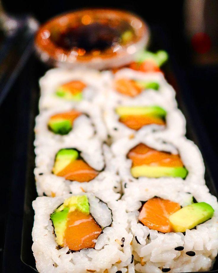 Try out the delicious Alaska Roll, a combination of Salmon and Avocado, from @miyabi_sushi at Al Barsha Pond Park today! #sushi #bento #salmonsushi #salmonandavocado #alaskaroll #ripemarketdubai #ripemarket #ripenightmarket #ripeorganic #outdoormarket #albarshapondpark #albarsha #dubai #dxb #uae
