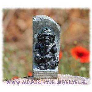 Statuette en pierre Ganesh  Superbe statuette sculptée à même la pierre. Artisanat indien
