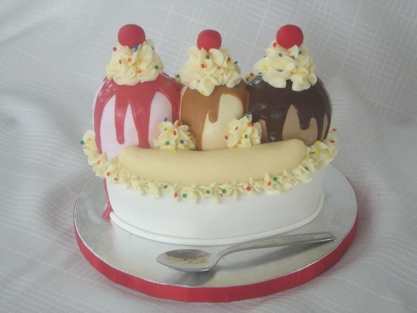 17 best images about banana birthday party on pinterest - Banana cake decoration ...