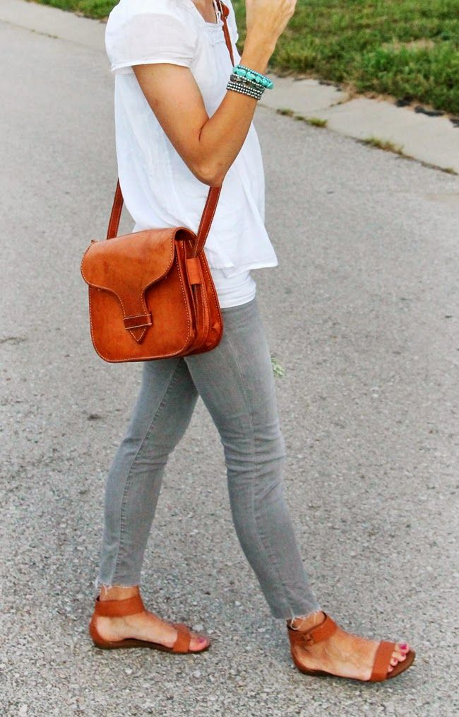 White blouse + grey skinnies + cognac bag and sandals