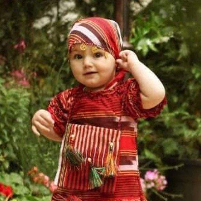 Little Lazian girl in traditional clothes from Trabzon ⛵ Eastern Blacksea Region of Turkey ⚓ Östliche Schwarzmeerregion der Türkei #karadeniz #doğukaradeniz #trabzon #طرابزون #ტრაპიზონი #travel #culture #lazians #lasen #traditionalcostume #tzaniti
