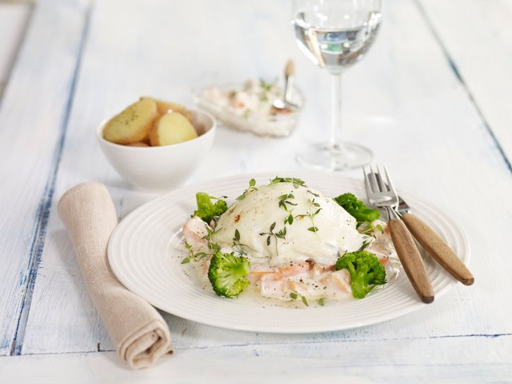 I denne smakfulle retten lar vi noe av det beste fra Norge møte Italia. Fersk torskefilet med smeltet mozzarella, gulrotstuing og brokkoli er både sunt og godt.