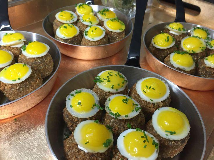 Haggis potato cakes with a fried quails egg canapes for Quail egg canape
