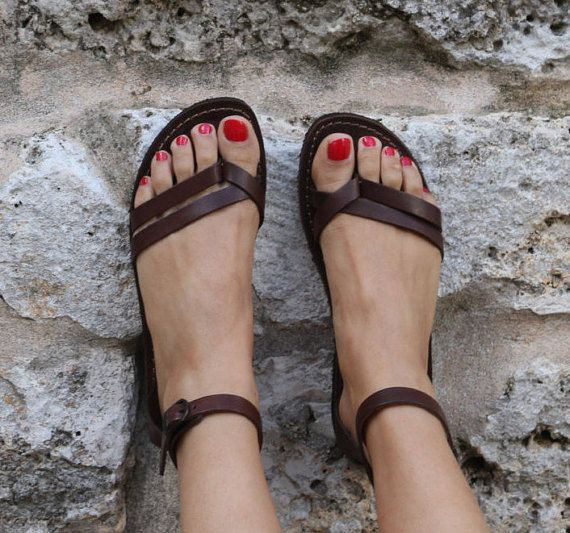 Woman leather Sandals 100% made in Italy. - Upper in genuine leather; - Insole in genuine leather; - Rubber bottom.  Also available in Yellow to page