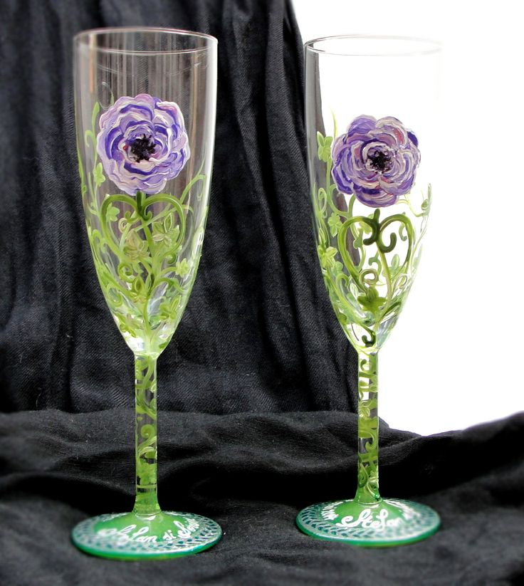 Hand-painted wedding glasses. Pahare de nunta pictate manual. http://www.myneverland.ro/lucrari/view/marturii-pahare-accesorii-nunta/set-pahare-nunta-violet-roses