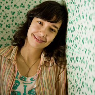 """A cantora e compositora pernambucana Lulina se apresenta no dia 20, às 16h30, na Área de Convivência do Sesc Campinas, com entrada Catraca Livre. Com o primeiro álbum """"Cristalina"""", lançado em 2009, ela cria metáforas divertidas através de canções, onde a voz doce e tímida promete agradar o público de todas as idades. Para acompanhá-la...<br /><a class=""""more-link"""" href=""""https://catracalivre.com.br/geral/agenda/barato/lulina-se-apresenta-em-campinas/"""">Continue lendo »</a>"""