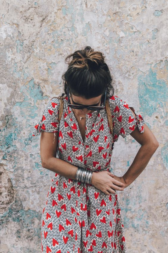 love the print on this dress and the details on the sleeves: